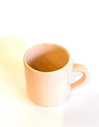 Taza de cerámica rosa